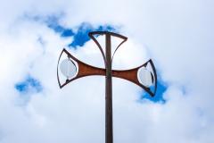 Les nuages forment une auréoleà la croix