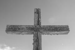 Quelques croix ont une inscription, pas toujours facile à déchiffrer