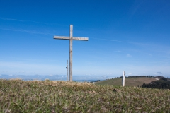 Regard en arrière sur la croix des Alpettes