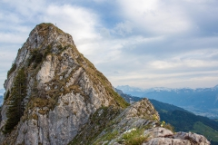 Une arête effilée pour atteindre le sommet, sur la ligne de séparation des eaux du Rhône et du Rhin