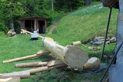 Il faut rapidement la mettre en place et la remplir afin que le bois n'éclate pas