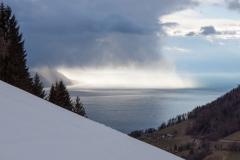 Un rideau de pluie sur le lac